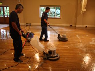 Vinyl-floor-polishing1